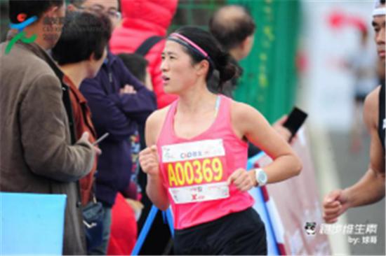 国际冠军房广霞应邀参战本届沙雅胡杨节马拉松赛